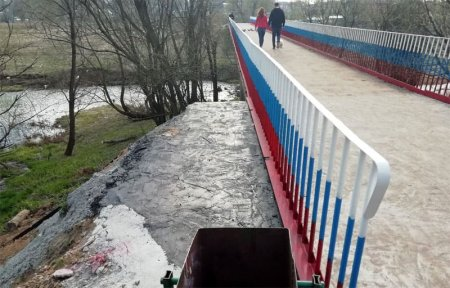 Оршанский мост выкрасили в цвета триколора