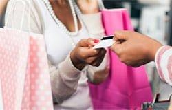 Вязьмичка устроила шоппинг с банковской картой соседа