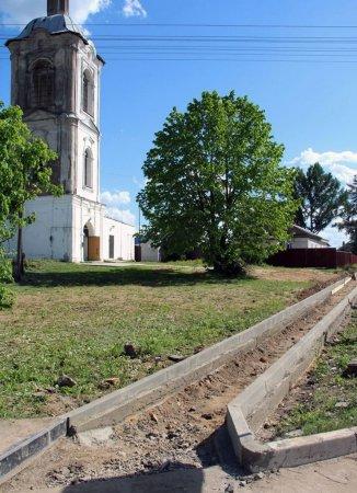 На ул. Ямской началось строительство эконом тротуара