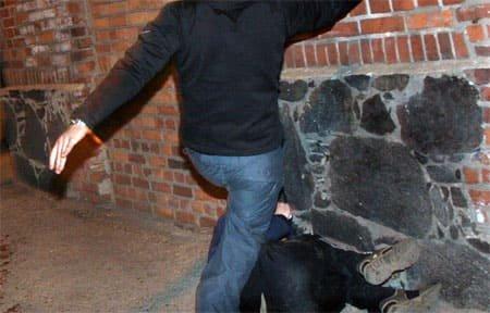 Темные улицы опасны: в Вязьме ограбили мужчину