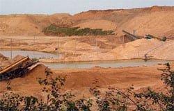 Владельцы карьера уничтожают дачный поселок Мясоедово