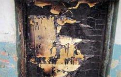 В пятиэтажке на Ленина горела входная дверь квартиры