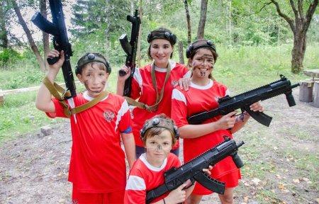 В Шиманово активисты благоустроили футбольное поле и подарили праздник Дому милосердия