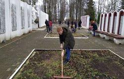 Школьники и студенты помогли с уборкой Вяземскому коммунальному управлению