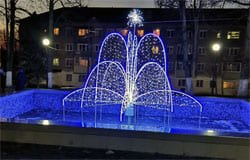 Фонтан Нахимовского парка засветился новогодними огнями