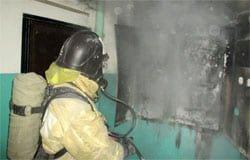 Из-за пожара в девятиэтажке на Полины Осипенко эвакуировали 40 человек