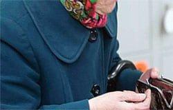 В Вязьме обокрали пенсионерку: кошелек и удостоверение участника войны