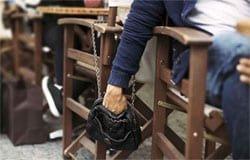 Жительницу Вязьмы обокрали в кафе