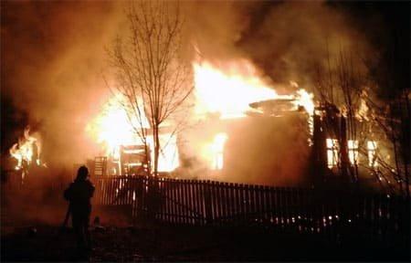 В Вязьме на улице Максима Горького сгорел дом