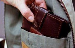 У жителя Вязьмы украли в магазине кошелек