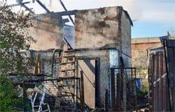 В Вязьме в садоводстве «Строитель» сгорели дача и гараж