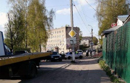 На Кронштадтской пьяный водитель протаранил столб, есть пострадавшие