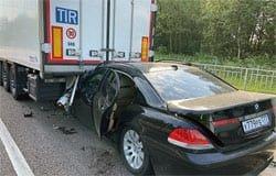 На 222-м км М-1 BMW залетел под фуру