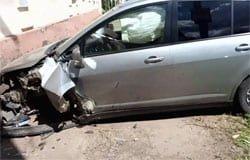 На ул. Смоленской автомобиль врезался в стену дома