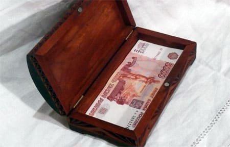 В Вязьме один из гостей украл деньги хозяина квартиры