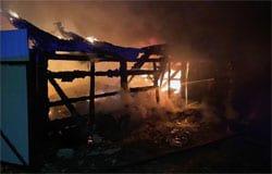 На улице Воровского сгорела иномарка и гараж