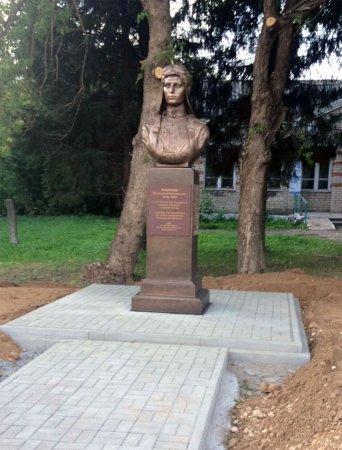 В Туманово открыли памятник Екатерине Будановой