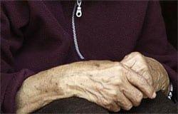 В Вязьме незнакомка обокрала 95-летнюю пенсионерку