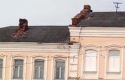 Памятник архитектуры начал распадаться на кирпичи