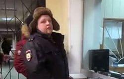 Полицейского попавшего на видео в соцсетях уволили из МВД
