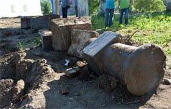 В сквере Доблестным предкам обнаружены старинные надгробия