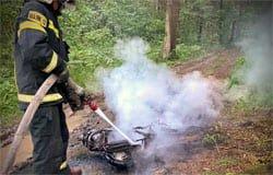В Вязьме на отдыхе в лесополосе сгорел мопед