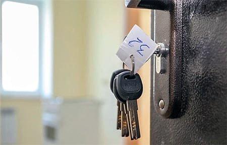 Сироты в Вязьме из 17 квартир получили лишь 3