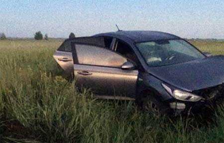 На 13 км дороги Вязьма-Хмелита автоледи вылетела в кювет