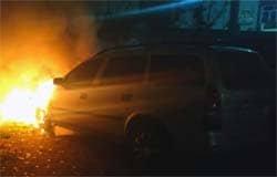 На Строителей сгорел Opel